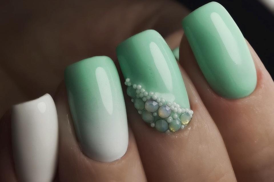 Маникюр с разными цветами на ногтях